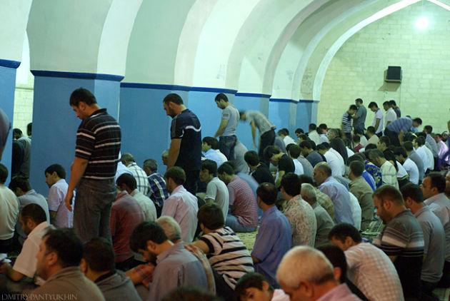 Таджикистанец получил три года тюрьмы за«неправильную» молитву вмечети