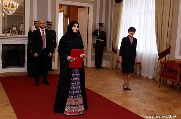 Работники латвийского аэропорта оскорбили посла ОАЭ из-за хиджаба
