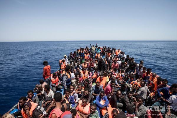 ВСицилийском проливе засутки спасли больше тысячи мигрантов