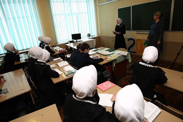 Суд позволил учительницам сельской школы вМордовии носить мусульманские платки— юрист