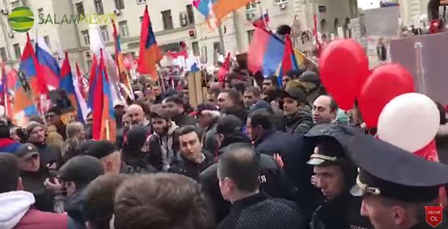 Нашествии «Бессмертного полка» вМоскве иПетербурге подрались армяне иазербайджанцы
