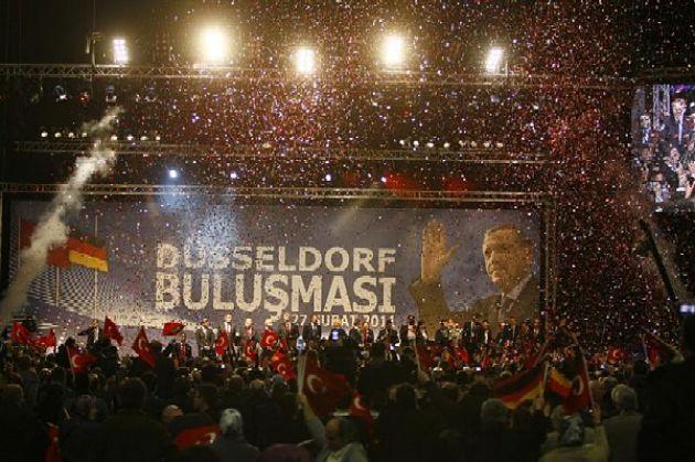 Эрдоган призвал турецкую общину Германии неголосовать заМеркель