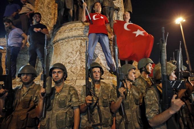 Турция после допроса освободила супругу идочь сотрудника генконсульства США