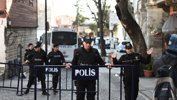 На юге Турции возле полицейского участка прогремел взрыв - СМИ