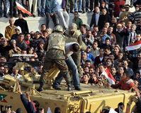 """Столкновения сторонников """"Братьев-мусульман"""" и либеральной молодежи прошли в Каире"""