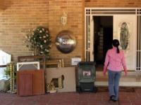 Толпа разгромила сирийское посольство в Австралии