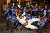 На Мальдивах полицейские отправили президента в отставку