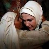 Жена турецкого премьер-министра Эрдогана разрыдалась, встретившись с мусульманами Мьянмы (видео)