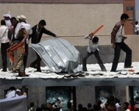 Нападения на посольства США: бывшие союзники стали врагами