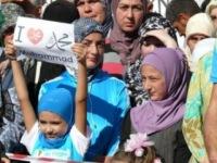 """В Крыму тысячи верующих митинговали против """"Невинности мусульман"""""""