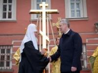 Патриарх Кирилл обеспокоен нехваткой средств на возведение 200 новых церквей в Москве. А где же мечети?