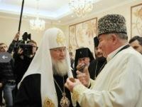 Муфтии наградили патриарха и были очень довольны встречей