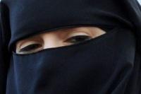 Во Франции мусульманка заплатит 1100 евро за ношение никаба