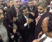 Президента Махмуда Ахмадинежада атакуют!