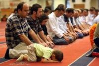 Мусульмане ходят на намаз… в церковь
