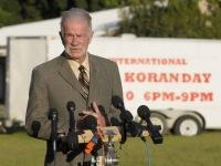 Американский пастор Терри Джонс снова намерен предавать огню Коран