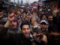 Из-за проведения пятничной молитвы произошли столкновения полиции с мусульманами