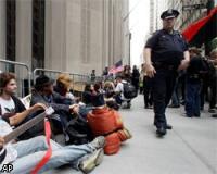 В Нью-Йорке демонстранты пытались захватить Уолл-Стрит