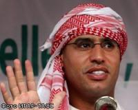 Сын М.Каддафи Сеиф аль-Ислам взял в руки автомат