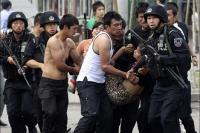 Братья в Китае схватились с полицией за мечеть