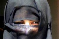Мусульманин побил медсестру за попытку снять паранджу с женщины во время родов