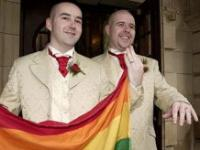 Церковь будет венчать геев