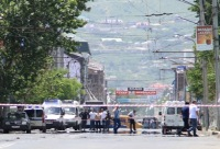МЧС сообщило о двоих погибших в результате теракта в Махачкале