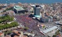 Турецкая площадь Таксим очищена от грязи и мусора