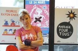 Власти Парижа выселяют из дома лидера противников однополых браков