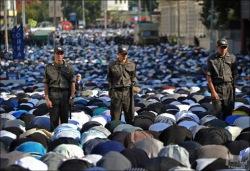 Молитвы на публике могут приравнять к митингам