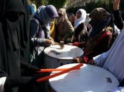 """""""Ультрас в хиджабе"""" протестуют против свержения Мурси"""