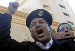Египетские полицейские нарушили закон о протестах