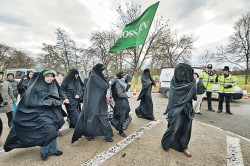Две трети мусульман Европы считают религиозные правила важнее законов