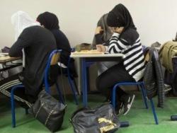 Эксперты французского правительства: запрет на хиджаб отменить