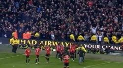 В Англии футбольные фанаты порвали Коран во время матча
