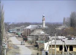 В дагестанском селении Чонтаул полиция задержала около 80 верующих, сообщил местный житель