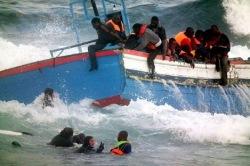 У побережья Италии с тонущих судов за два дня спасены более 400 мигрантов