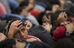 Комитет Госдумы поддержал предложение брать мигрантов на работу только с медстраховкой