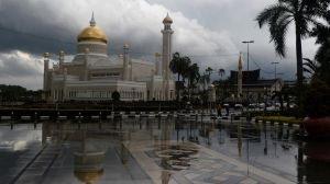 Бруней начинает жить по шариату