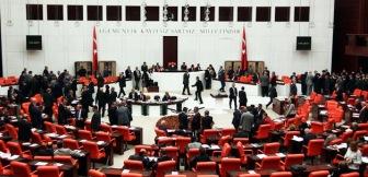 """Политические партии Турции подписали совместную декларацию против казни 529 членов партии """"Братья-мусульмане"""" в Египте"""