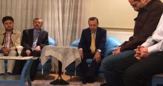 Эрдоган прочитал аяты из Корана в доме погибшего шахида