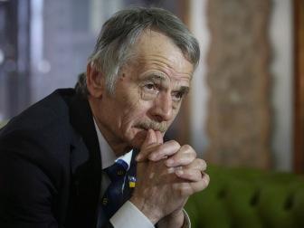 Борьба с татарами или курортный сезон? Крымские власти выбирают