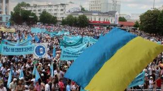 Крым: траурный митинг в сопровождении российской авиации