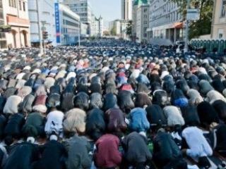 Московского мэра призвали задуматься о мечетях