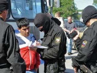 Мигранты жалуются на облавы после убийства в Пушкино