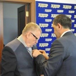 No comment: Владимиру Жириновскому вручен орден Ингушетии