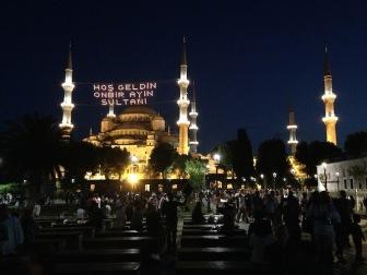 Как Стамбул встретил первый ифтар (фоторепортаж)