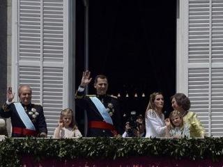 Новый король Испании отказался от Библии и креста