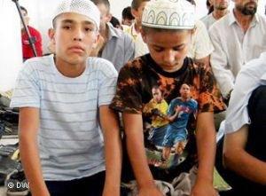 Исламская партия Таджикистана просит власти позволить детям посещать мечети