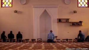 В мечетях и домах крымских мусульман активно проводят обыски